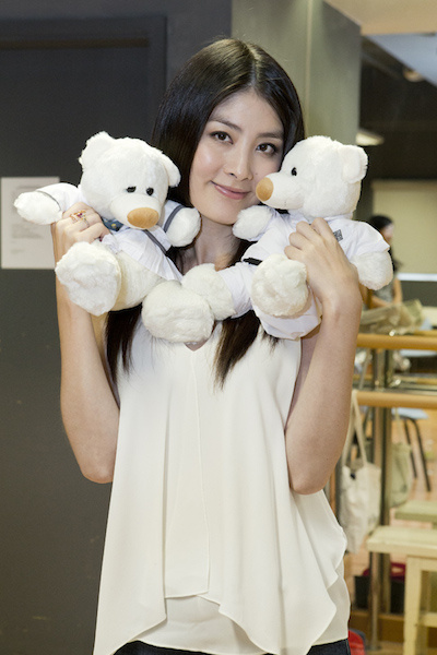 kelly_with_school_bears_600
